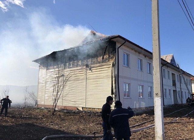 Масштабна пожежа в Закарпатті: Комплекс за 120 мільйонів охоплений неконтрольованим вогнем