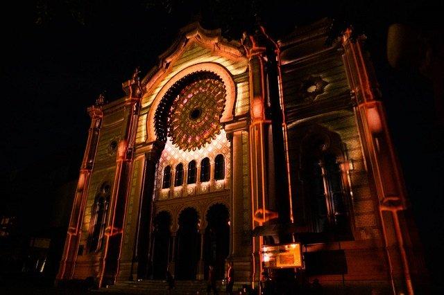 В Ужгороде на здании Закарпатской областной филармонии провели светозвуковое шоу.