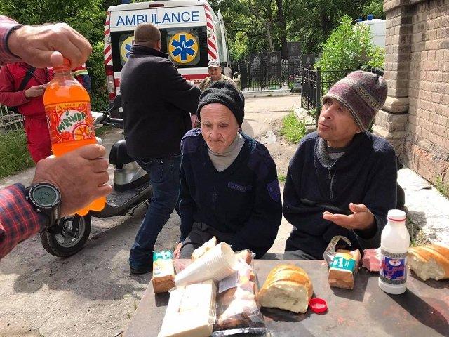 """Продолжаем """"наслаждаться"""" медреформой: В Одессе троих инвалидов выкинули умирать на кладбище"""