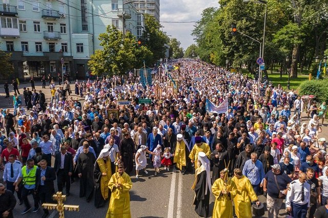 1033-летие Крещения Руси: Сотни тысяч верующих УПЦ прошли крестным ходом в Киеве