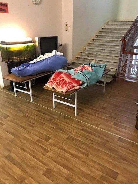Скандал в одесской больнице: Живые лежат в палатах вместе с покойниками