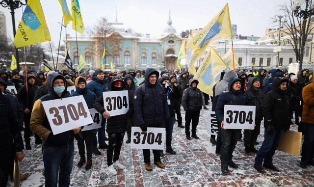 В Киеве под Радой протестует Автоевросила, требуют упростить растаможку евроблях