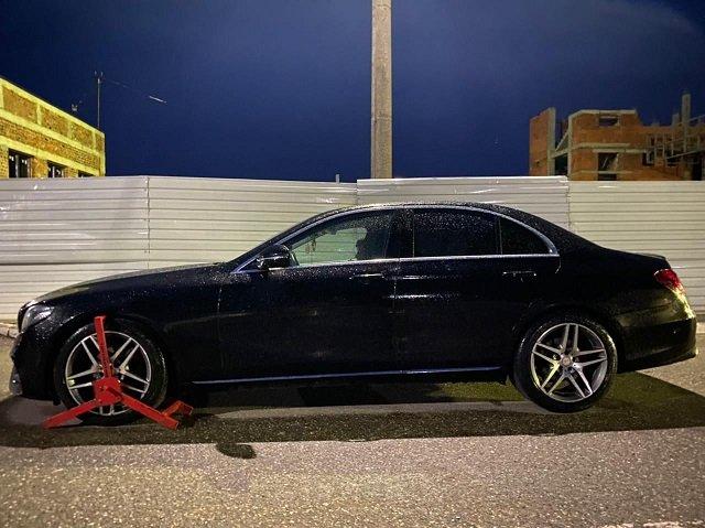 В Закарпатье на КПП Лужанка украинец попался на угнанном Mercedes