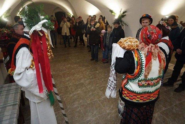 Гадания, танцы и кухня Закарпатья: Перформанс в замке «Паланок» Мукачево вызвал восторг