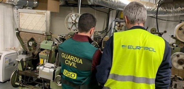 Удалось спасти от смерти: В спецоперации правоохранителей Испании украинцев вытащили еле живых