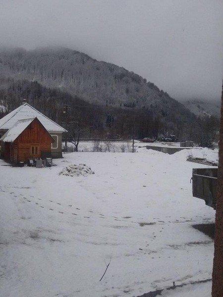 В Закарпатье несколько сёл замело снегом