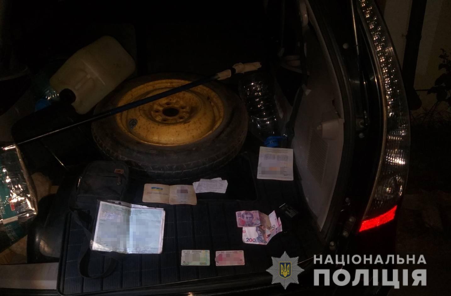 Четверо гадов хором напали и избили прохожего за деньги в Закарпатье