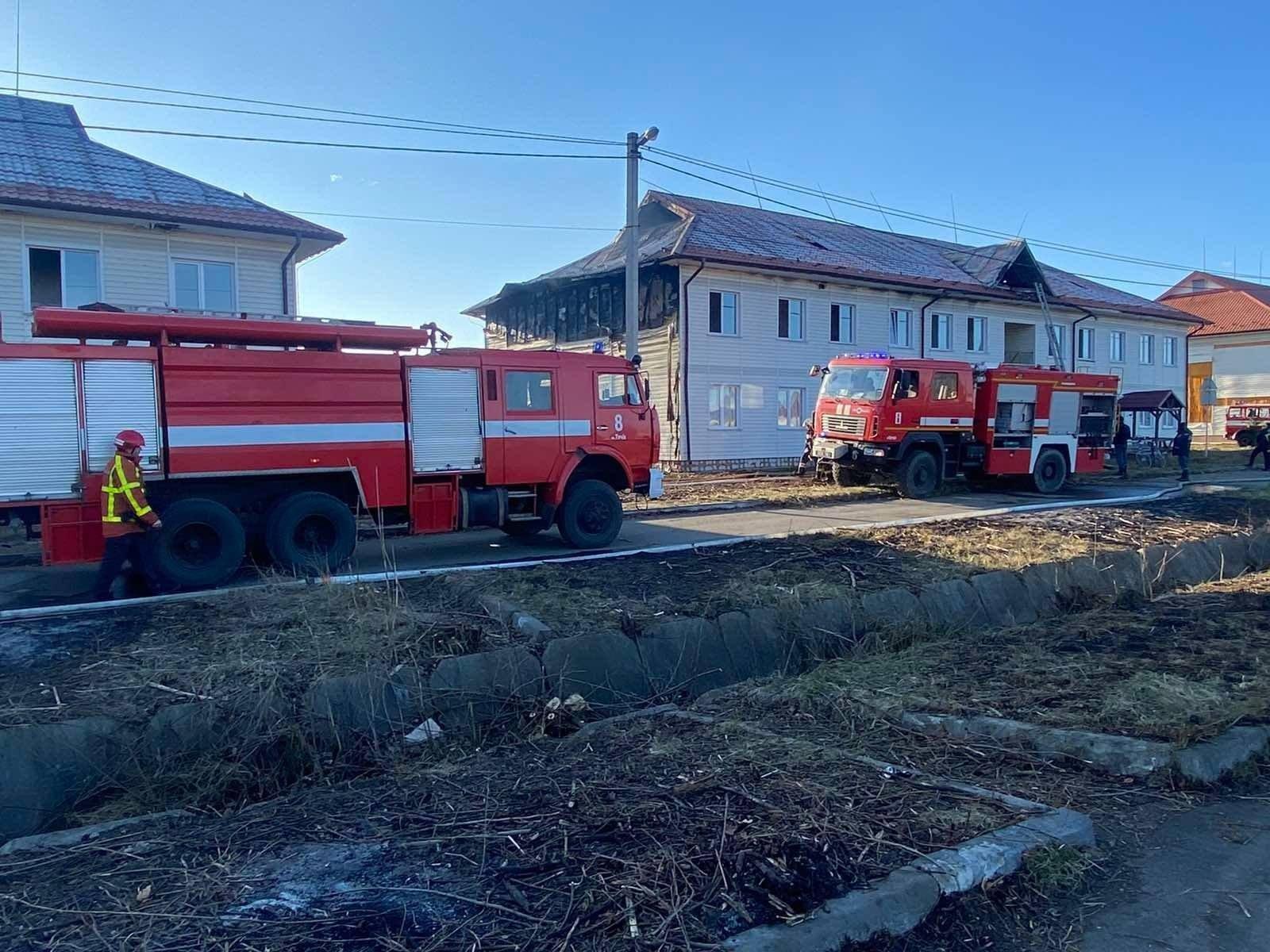В Закарпатті показали фото згорілих будинків у комплексі за сотню мільйонів гривень