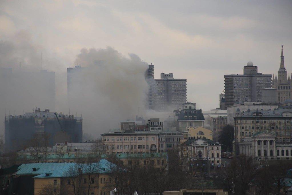 Из здания эвакуировано около 50 человек