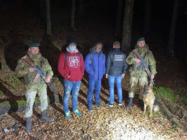 Иностранцев задержали в ходе реализации оперативной информации.