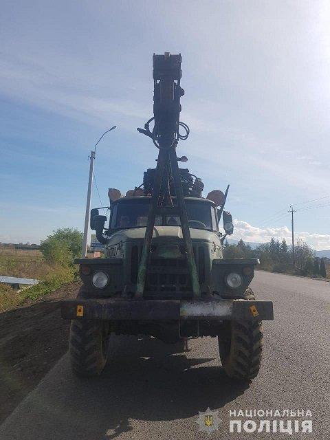В Закарпатье полиция задержала 4 грузовика с подозрительной древесиной - Буштыно