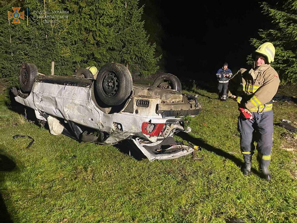 Страшная авария потрясла ночью Закарпатье: Умер 12-летний мальчик, 4 людей пострадали