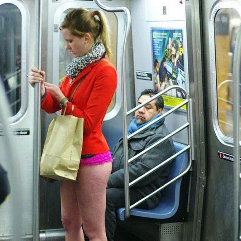 Сексуальные девушки в автобусе