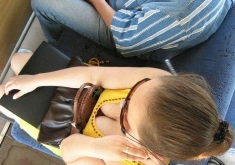 Смотреть сексуальная девушка в автобусе вакуумная помпа