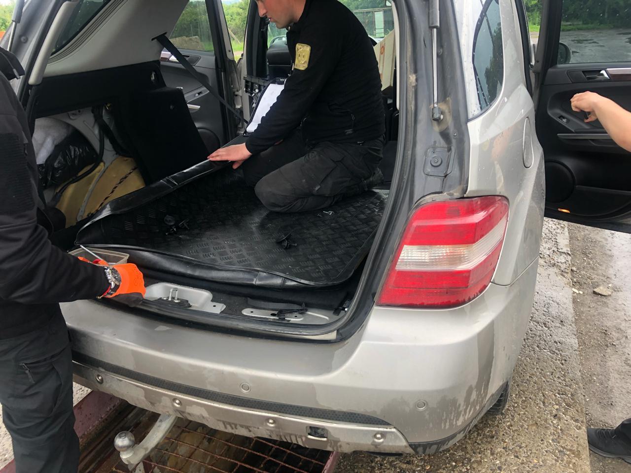 В Закарпатье от иностранки конфисковали внедорожник