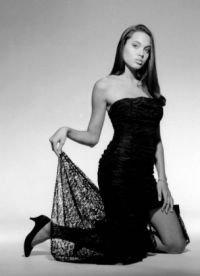 Джоли предстала в разных нарядах, примерила на себя разные образы