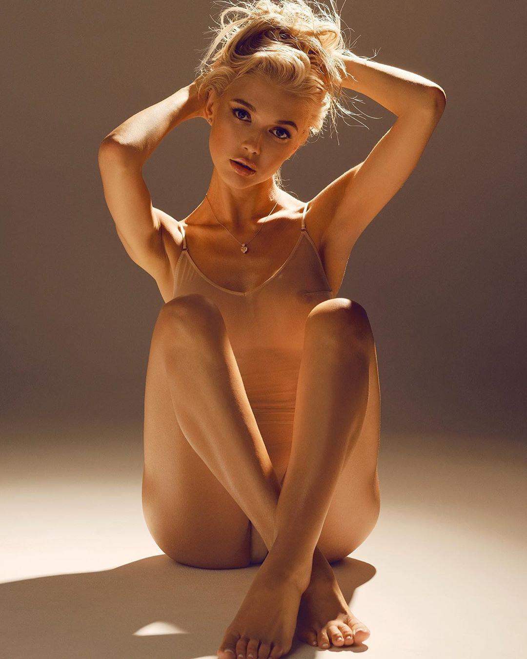 """Участница """"ВИА ГРЫ"""" из Закарпатья сияет на обложке известного журнала """"Maxim"""""""