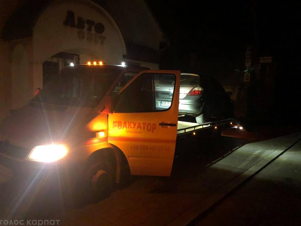 """Ночное """"рандеву"""" в Закарпатье: Из-за столкновения без электрики осталась целая улица"""