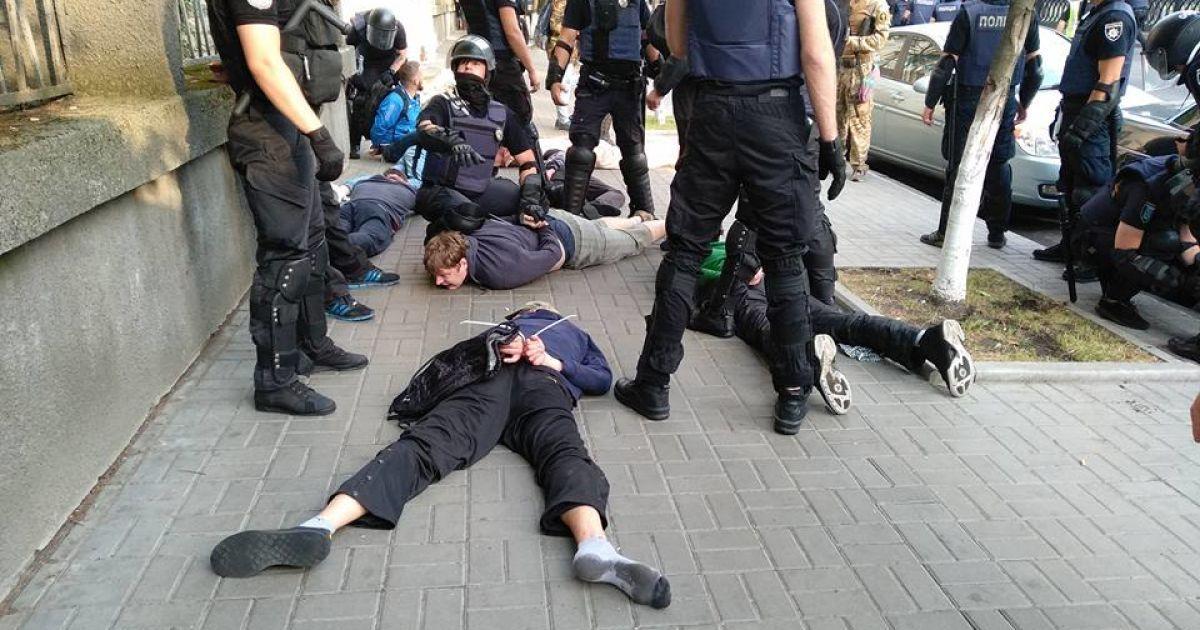 В Киеве полиция жестко разогнала противников гей-парада