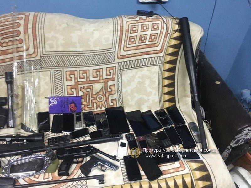 Обыски в Закарпатье: Накрыт нешуточный склад контрабандистов с серьезной техникой