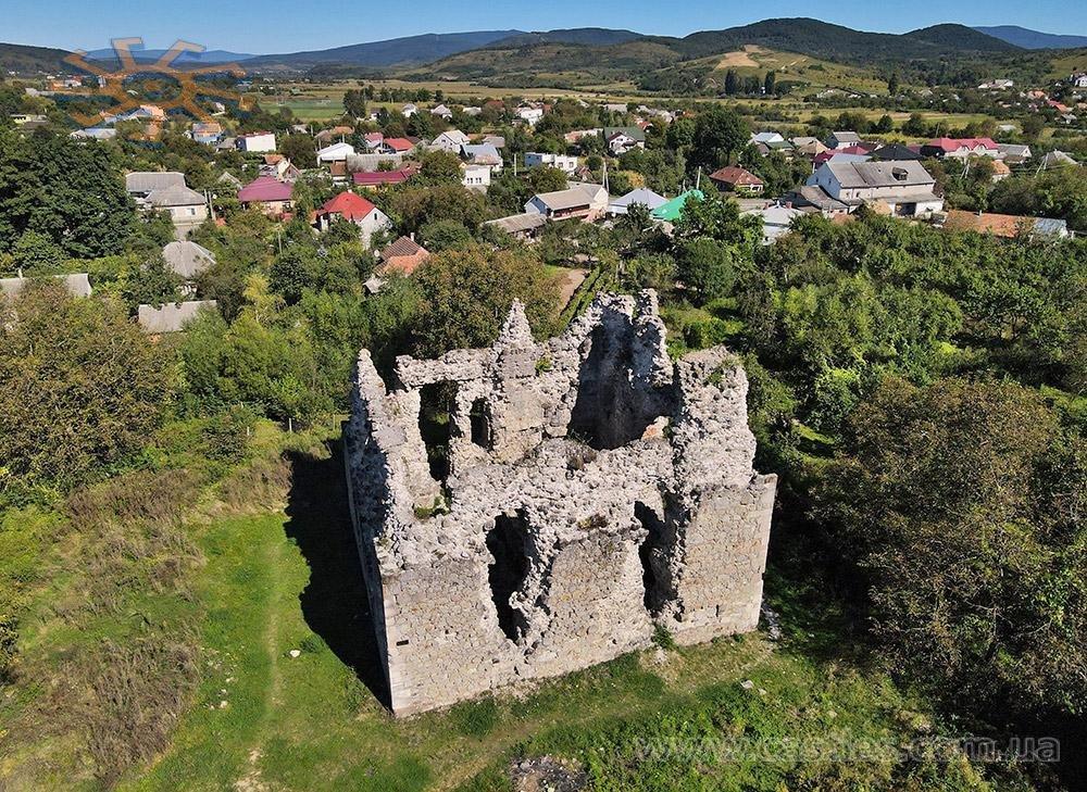 Середнє, замок тамплієрів та винні підвали