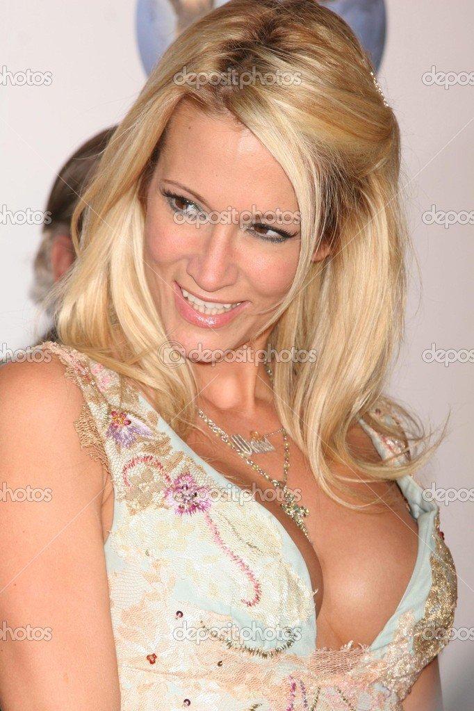 Джессика Дрейк начала карьеру порноактрисы в 1999 и снялась в более 350 фильмах