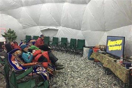 Развлекательная комната:телевизор, кресла -качалки, теннисный и бильярдный стол