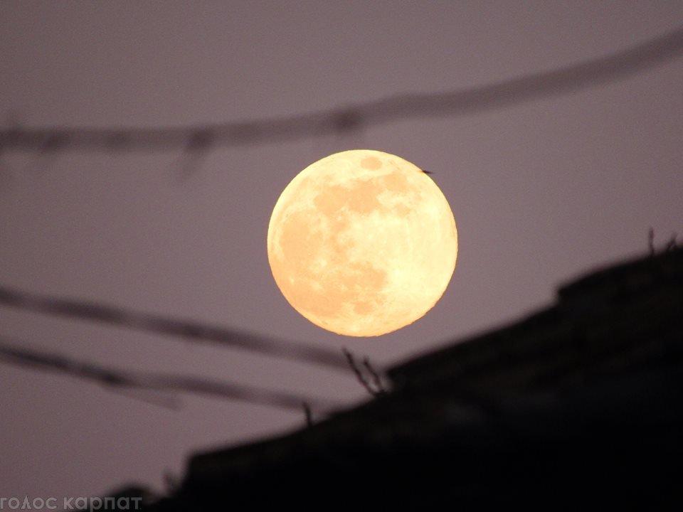 В Закарпатье этой ночь можно наблюдать Суперлуну