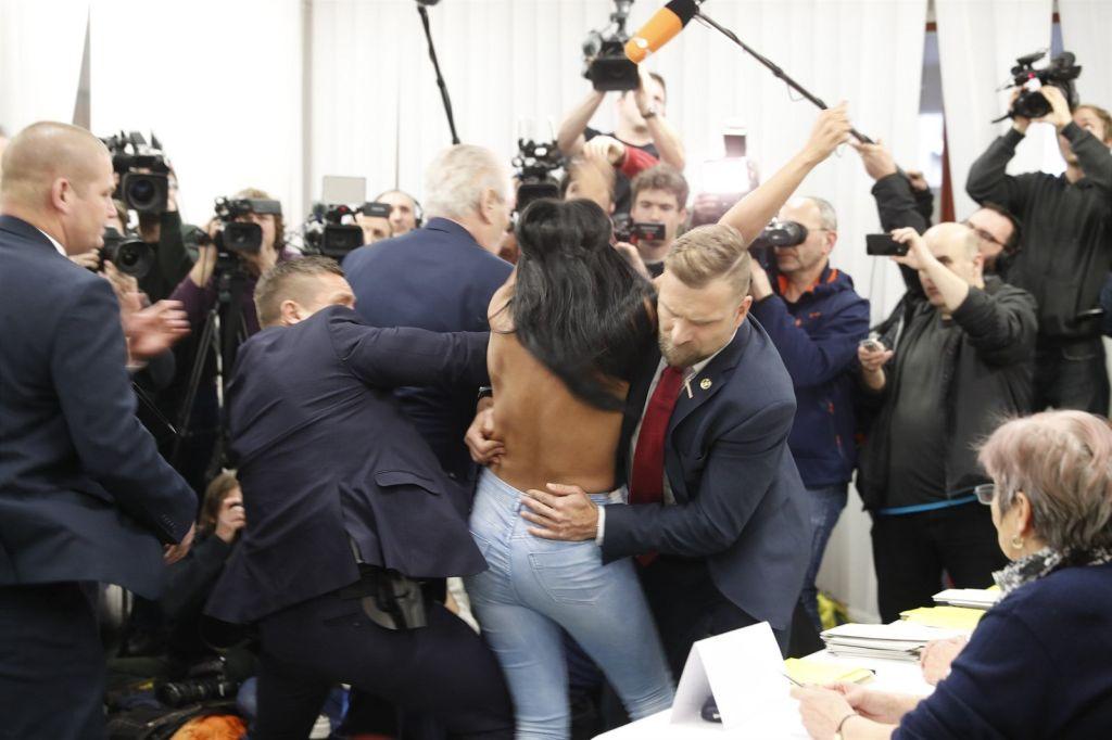 Чехия, Милош Земан, FEMEN, Нападение, украинка, фоторепортаж