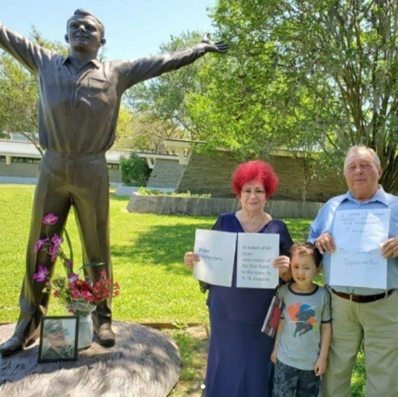 В США открыли памятник Гагарину