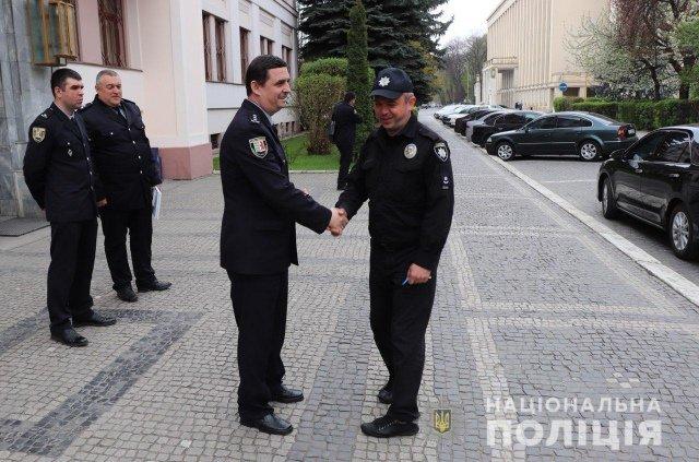 В Закарпатье полицейским вручили ключи от двух современных машин