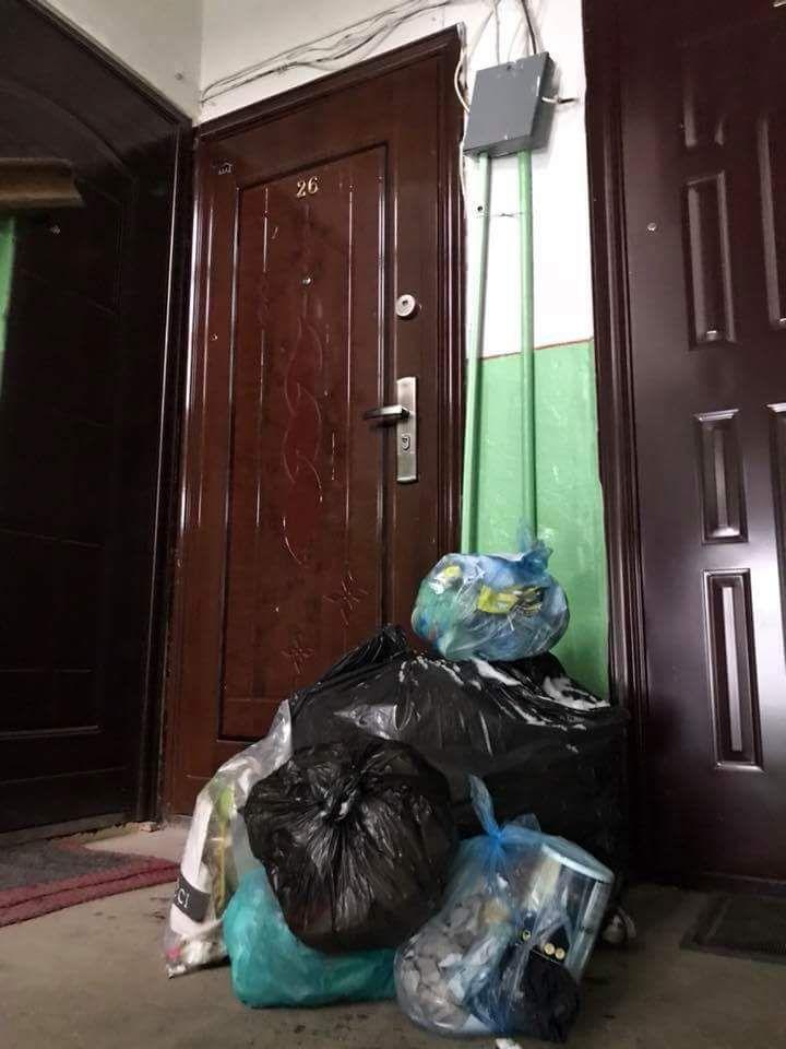 Житель Ужгорода вычислил соседей, которые выкидывали мусор у него под окнами