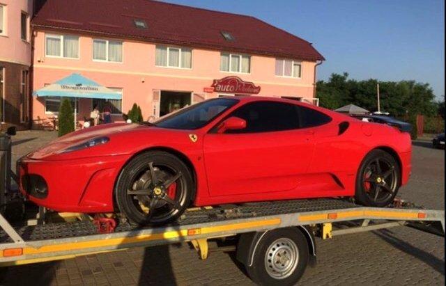 Стоимость авто составляет около 200-300 тысяч долларов