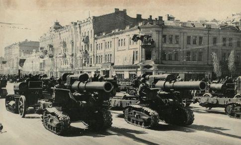 Парад Победы 1945 года в Киеве. Один из первых на послевоенном Крещатике