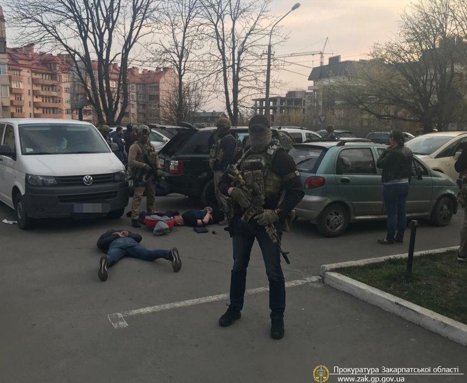 В Ужгороде опасная группировка годами вымогала сумасшедшие деньги с местных предпринимателей