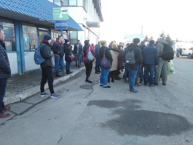 В Закарпатье на одном из КПП протест, заробитчане никого не пропускают: Что случилось