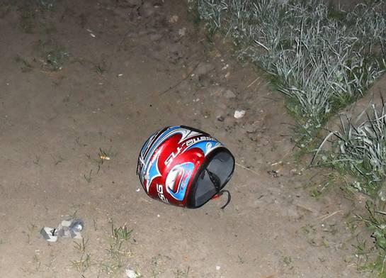 В результате столкновения автомобиля с мопедом погибли двое молодых людей