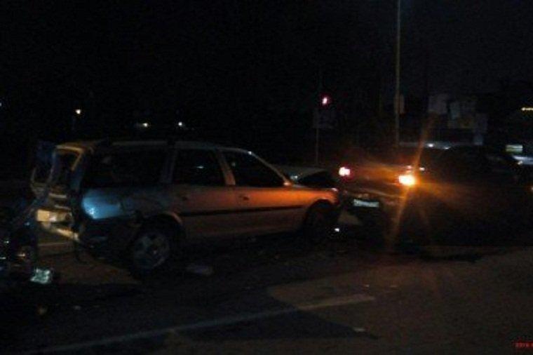 Столкнулись 3 автомобиля, один из них - такси