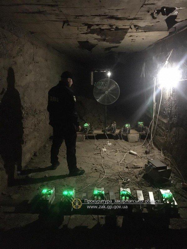 В Закарпатье раскрыли ферму по майнингу БитКоина с марихуаной и странным порошком