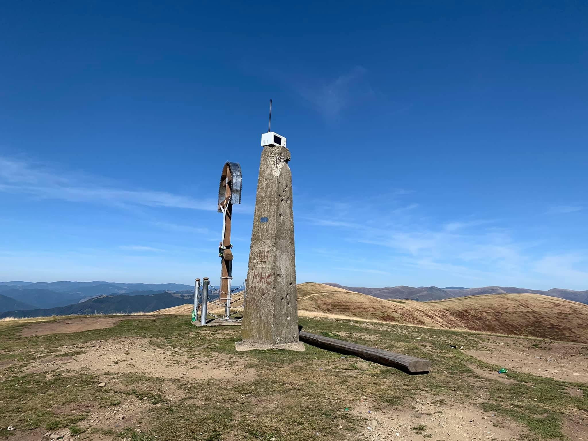 """Вершину горы в Закарпатье """"украсила"""" микроволновка"""