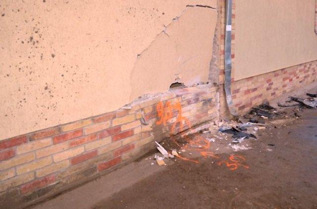 """ДТП в Венгрии: """"заробитчанин""""-контрабандист на авто с нелегалами влетел в стену дома"""