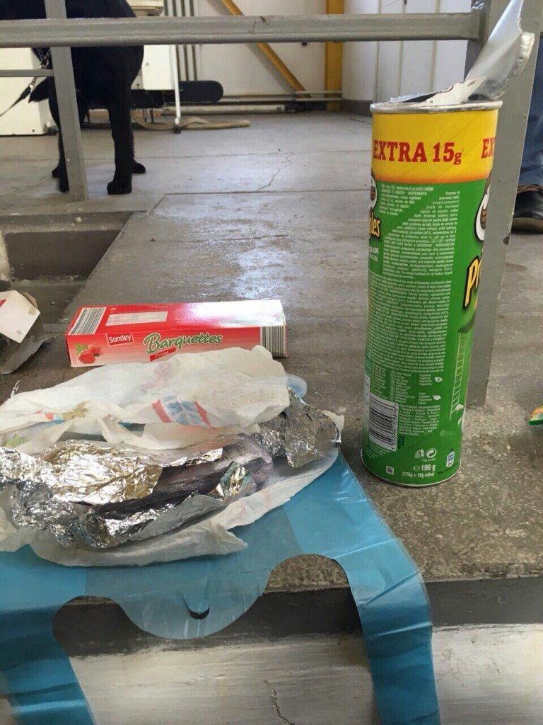 Наркотики скрыли в пачке из-под чипсов