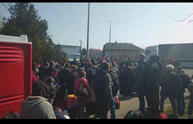 "В Закарпатье на КПП ""Тиса"" заробитчане теряют сознание"