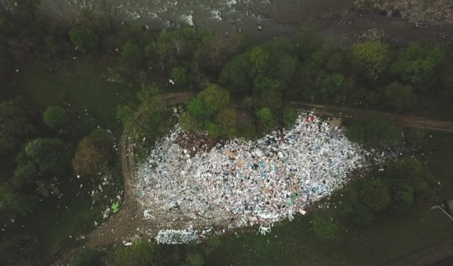 В Закарпатье появились настоящие горы - да только вот из мусора!