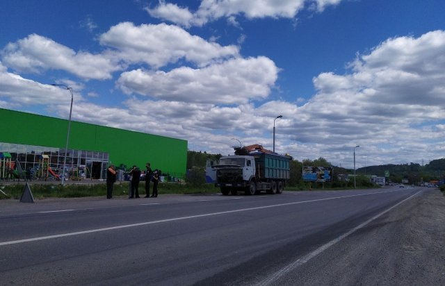В Мукачево просто на трассе загорелся грузовик