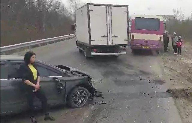 В Закарпатье ДТП с пассажирским автобусом спровоцировало транспортный коллапс