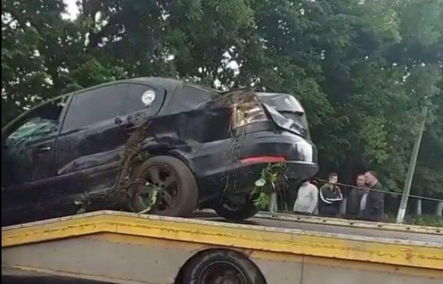 """ДТП в Закарпатье: Черной """"Шкоде"""" знатно досталось, удивительно если никто не пострадал"""