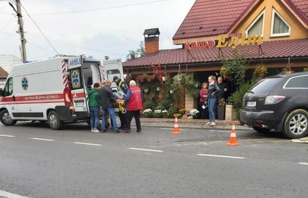 """В Закарпатье на трассе ДТП: Столкновение произошло под окнами кафе """"Элит"""""""