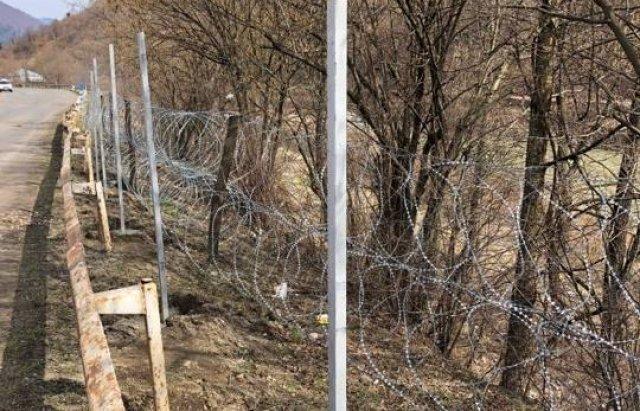 """В Закарпатье жители активно выступают против """"стены"""", которую возвели пограничники"""