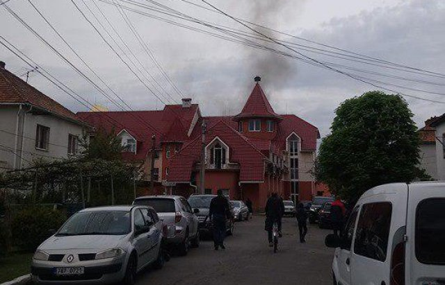 В Закарпатье пожар охватил отель нардепа Лунченко
